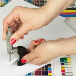 בדיקת עובי נייר הדפסה