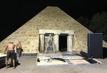 מתקן פירמידה לאירוע נושא