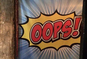 מיתוג קיר עם כיתוב OOPS!