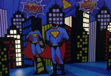 מיתוג קיר בסגנון עיר הגיבורים, סופרמן וסופר וומן